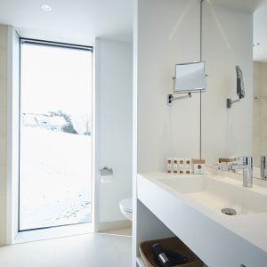 http://moderntimes-hotel.com/application/files/thumbnails/thumb_list_2x/7414/5855/3933/salle_de_bains_luxe.jpg