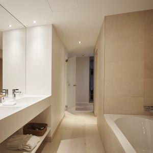 http://moderntimes-hotel.com/application/files/thumbnails/thumb_list_2x/7814/5855/4540/salle_de_bain_junior_suite.jpg
